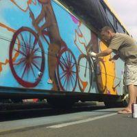Összefújtak egy buszt Pécs belvárosában! - videó