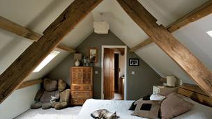 Jöhet egy szuper tetőtéri lakás?