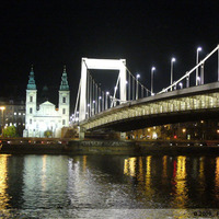 Díszkivilágítást kapott az Erzsébet híd