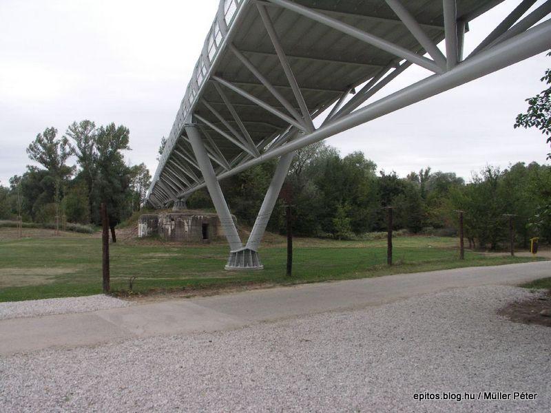 273 híd láb+kerítés+őr.jpg