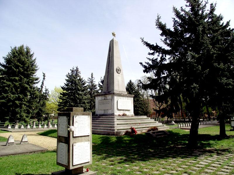 szekesfehervar-szovjet-hosi-emlekmu-_1.jpg