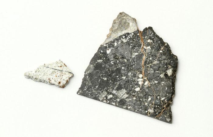 02-lunar-rock.jpg