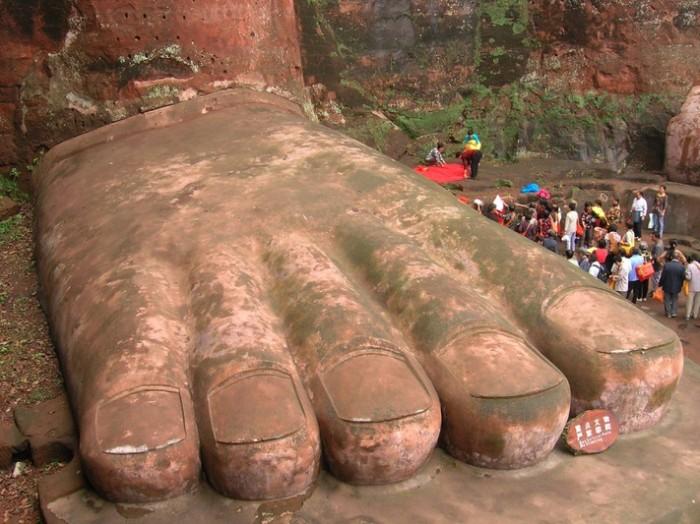 Giant_Buddha_2_The_Foot-700x524.jpg