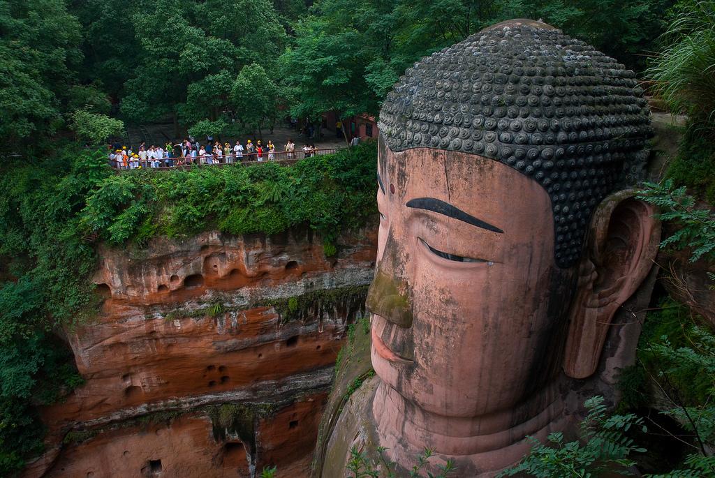 Leshan-Buddha-Vincent-Raal.jpg