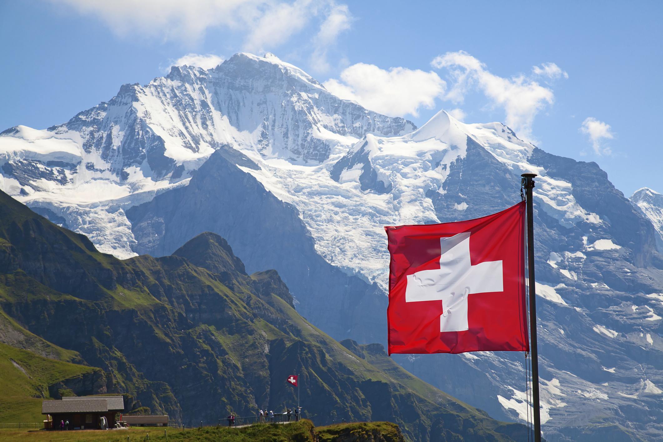 Swiss-Flag-158677240.jpg