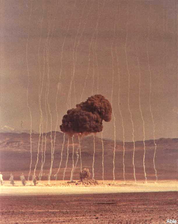 első kísérleti robbantás.jpg