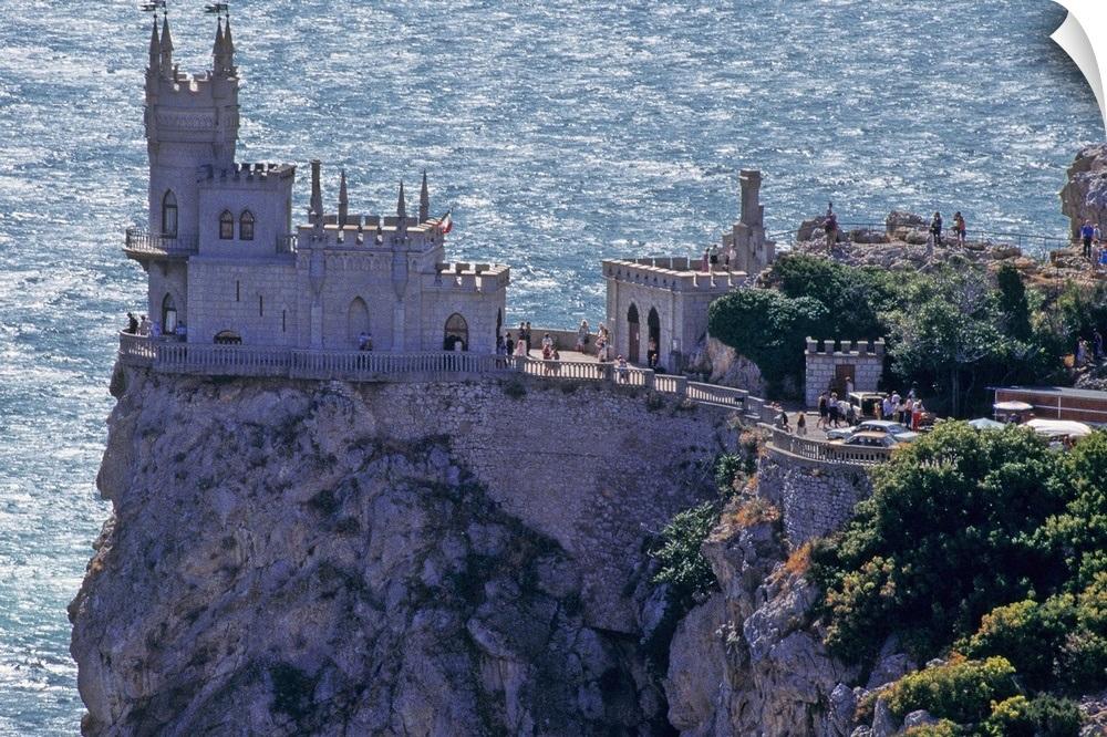 ukraine-crimea-yalta-swallows-nest-castle_2031142.jpg