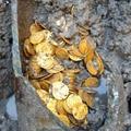 Arannyal teli amfórát találtak Olaszországban