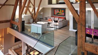 Lakástúra - Belvárosi penthouse, lila biliárdasztallal
