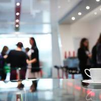 Hogyan szólíts meg bárkit egy konferencián - és építs ki vele gyümölcsöző üzleti kapcsolatot?