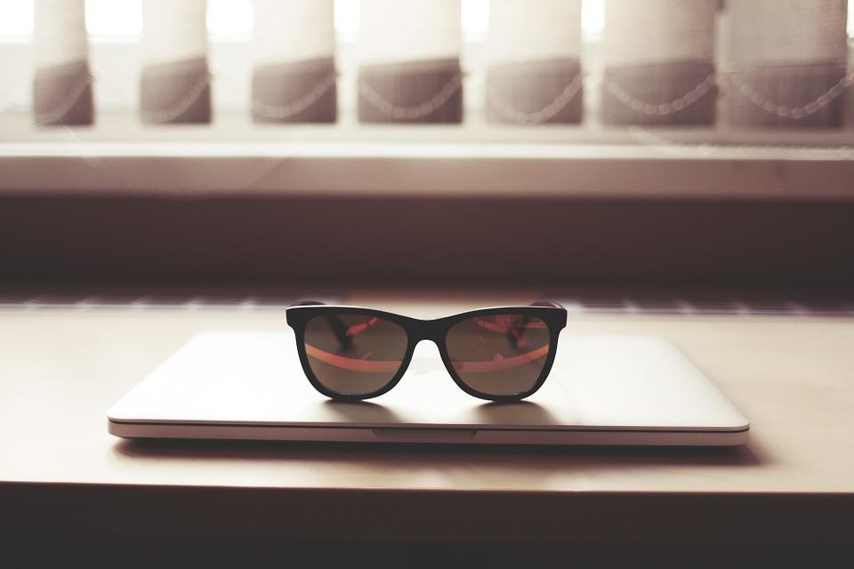 glasses-864961_960_720.jpg