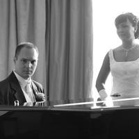 A zongorás sorozat folytatása:) Nem volt egyébként egyszerű a fotózás, de azt hiszem a körülményekhez képest jól alakult minden :)