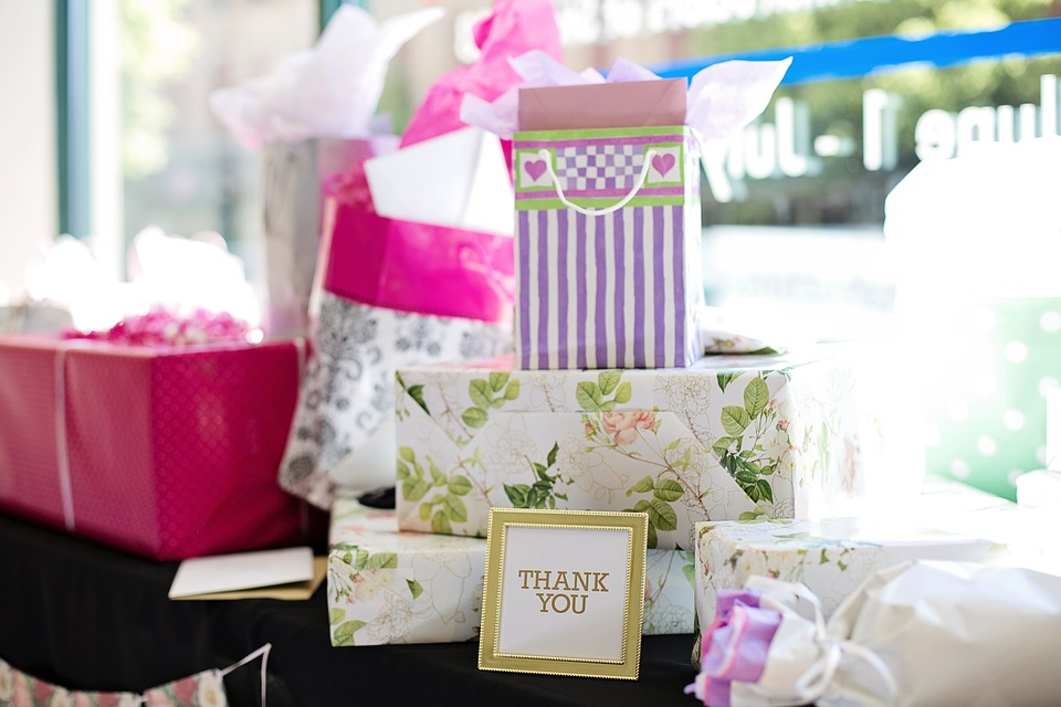 presents-gifts-bridal-shower-wedding-shower-2447537.jpg