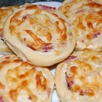 sonkás-sajtos-tejfölös csiga