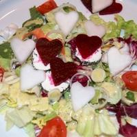 Saláta céklával és vinegret öntettel