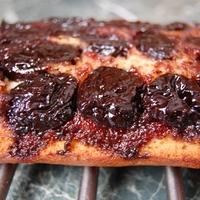 Vörösboros, aszalt szilvás mézes sütemény