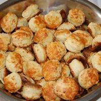 sajtos-tejfölös pogácsa - avagy anyukám főztje
