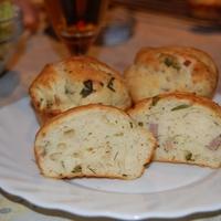 Krumplis, sonkás kelt muffin