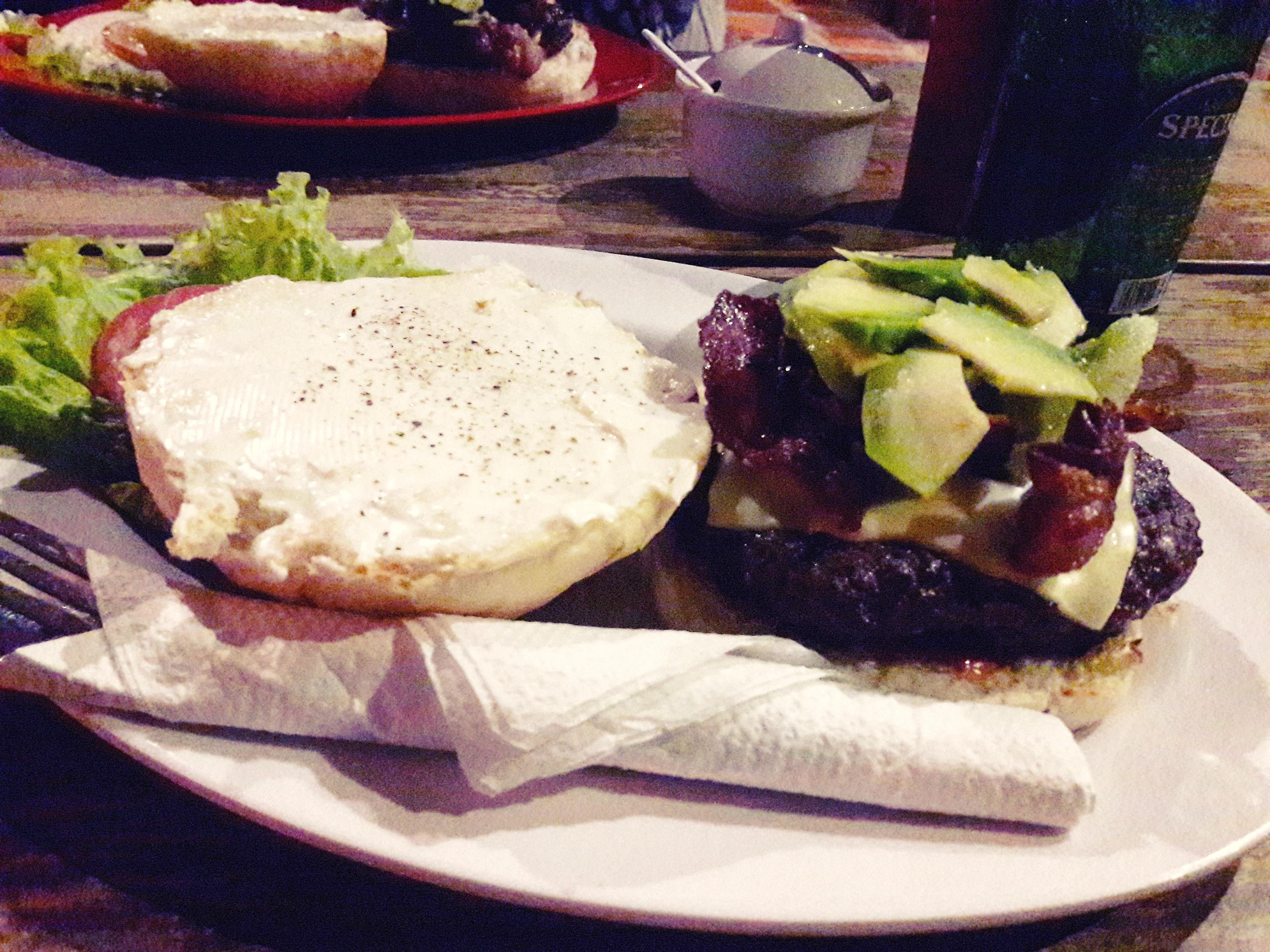 Avokádós-baconos burger Winstonéknál