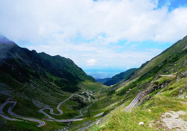road-2222052_640.jpg