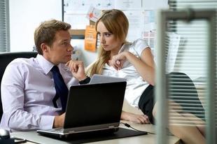 5 figyelmeztető jel, ami rávezet arra, hogy megtudd  párod munkahelyi viszonyt folytat.