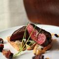 Hátszín steak aszalt gyümölcsökkel, ciabatta pirítóson