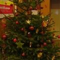 Csillogó üveggülük a karácsonyfáról