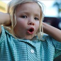 Hogyan védjük a gyermek hallását fesztiválszezonban?