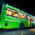 Fénybusszal járja a gyermekotthonokat a Bookline