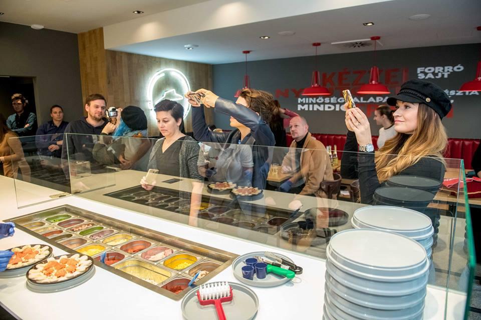 A most nyílt üzlet a 2016-ban indult dinamikus bővülés újabb mérföldköve. A  Pizza Hut méltán híres a minőségi alapanyagokból készült friss pizzáiról ... 4f8e5e2690