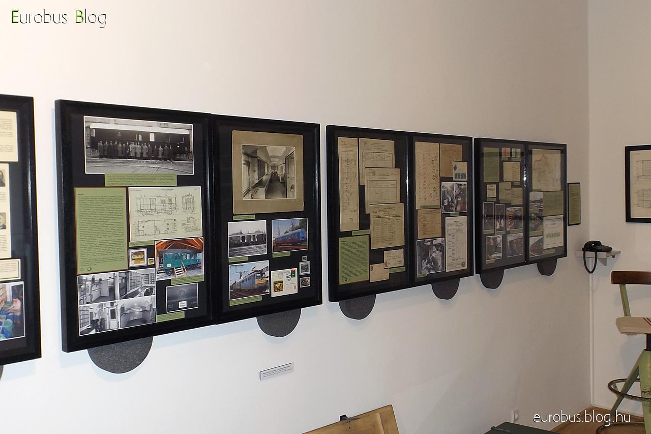 Mozgóposta kiállítás a Postamúzeumban. A baloldali tablósor folytatása a teremben.