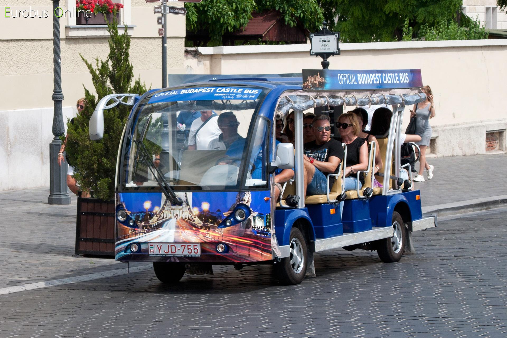 Dísz téren szintén, de egy 10 személyessel már 2019-ben. A hétvégi 'csúcsban' majd minden kocsi teli közlekedik már.