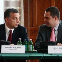 Orbán és Vona hazaáruló