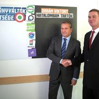 Botka megalázta táblájával az ellenzéket