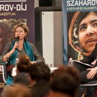 """""""A reménytelenség látszata nem szabad, hogy hitünket szegje"""" – rendkívüli nők a frontvonalban: Malala és Christina Lamb"""