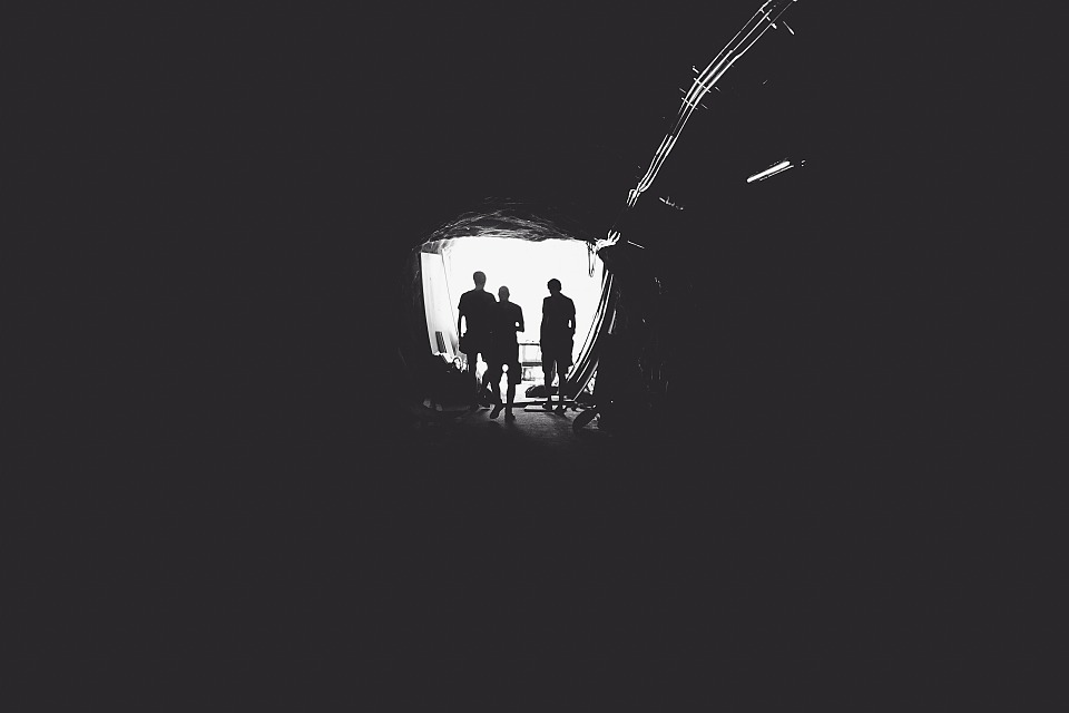tunnel-336543_960_720.jpg