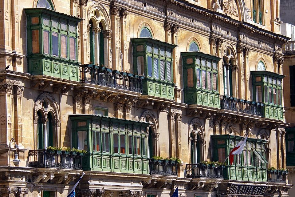 balconies-895055_960_720.jpg