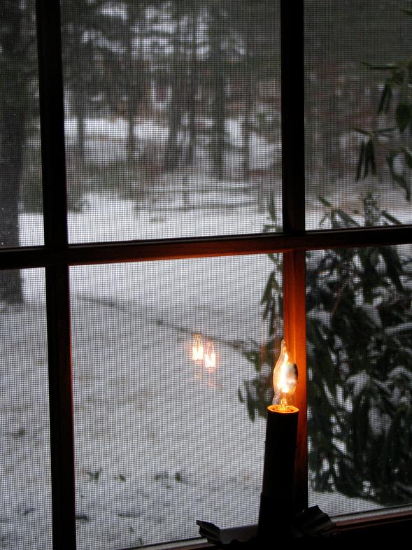 Gyertyák az ablakban - Írország (Flickr / Beth Knittle (CC BY-SA 2.0))