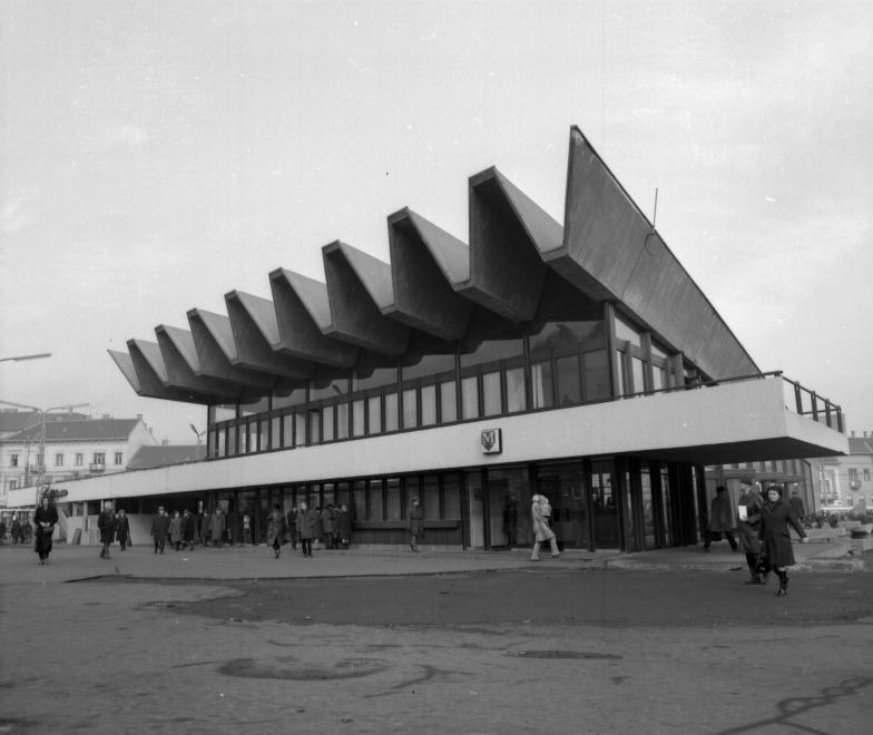 Széll Kálmán (Moszkva) tér, a metróállomás lejárócsarnoka