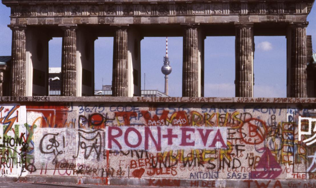 1988. Németország, Berlin a Berlini Fal és a Brandenburgi kapu Nyugat-Berlin felől.<br />FORTEPAN / adományozó: Urbán Tamás