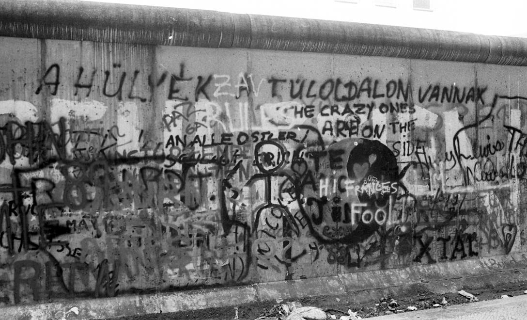 1988. Németország, Berlin Zimmerstrasse, a Berlini Fal a nyugati oldalról.<br />FORTEPAN / adományozó: Urbán Tamás