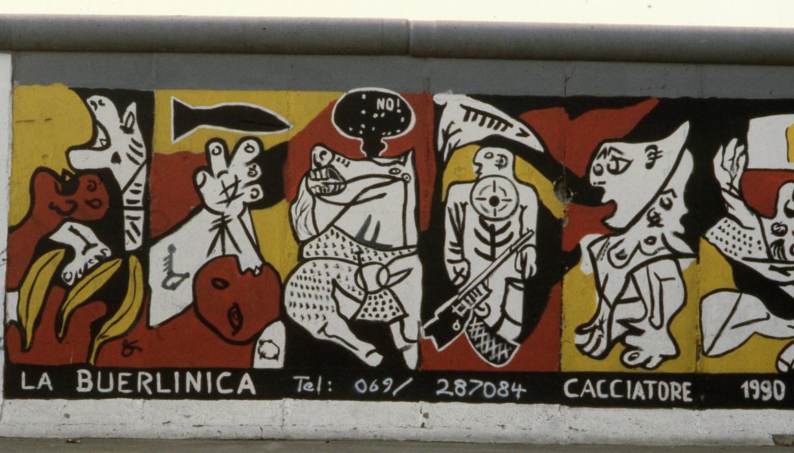 1990. Németország, Berlin Mühlenstrasse, Berlini Fal (East Side Gallery), Stephan Cacciatore alkotása: La Buerlinca.<br />FORTEPAN / adományozó: Urbán Tamás