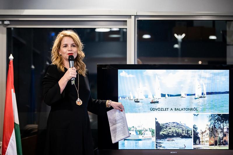 Szederkényo Olga, újságíró, szerkesztő, a sorozat házigazdája