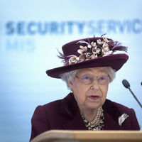 A brit kémek központjában járt II. Erzsébet királynő