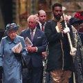 Ki helyettesítheti a királynőt, amíg távol van?