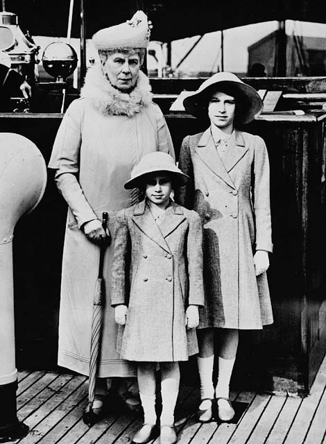 queen_mary_with_princess_elizabeth_and_margaret.jpg