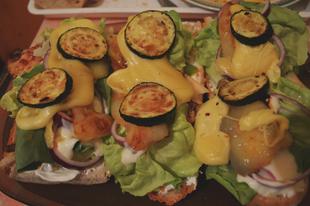 Cukkinis szendvics fűszeres csirkemellel