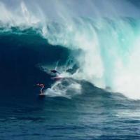 Szörfözés 15 méteres hullámcsőben