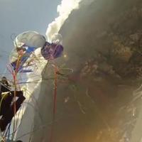 Siklóernyős baleset szerencsés véggel (videó)