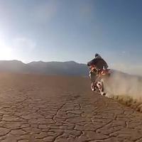 Forgószélgyártás nitrós motorral sivatagban